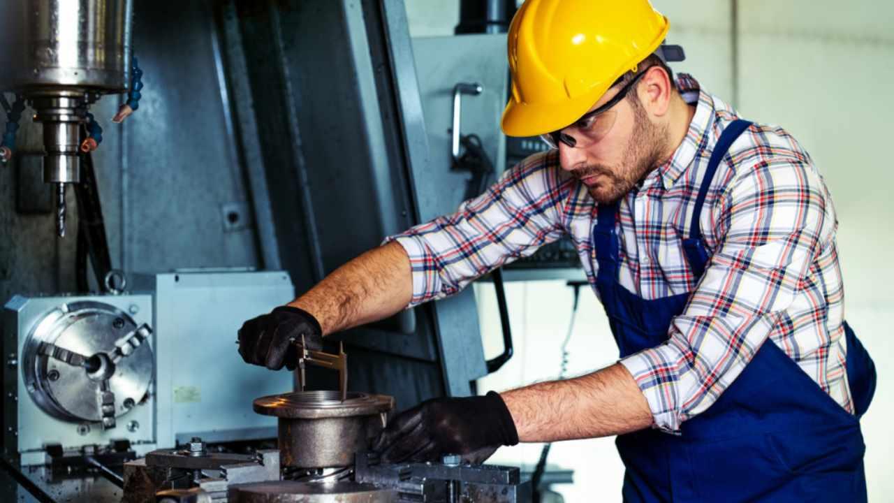 operai al lavoro (web source)